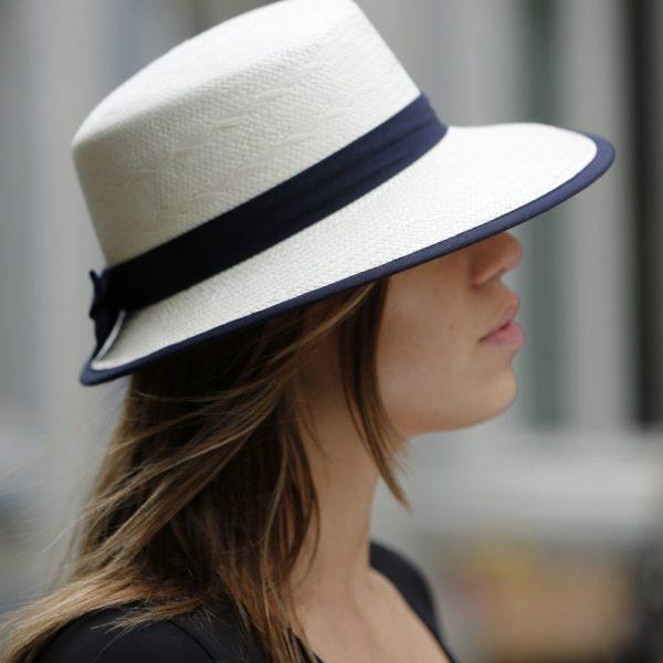 Visera zomerhoed wit met blauw